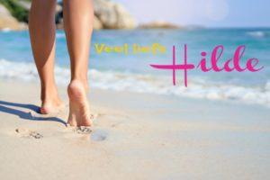 voeten in het witte zand